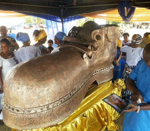 shoe casket